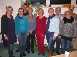 Mitglieder der GRÜNEN Kreistagsfraktion Minden-Lübbecke, der grünen Ortsverbände Minden, Porta Westfalica und Bad Oeynhausen mit Charisma Miriam-Krech (1. von links) und Christiane Böke (3. von links) von Wildwasser Minden e.V.